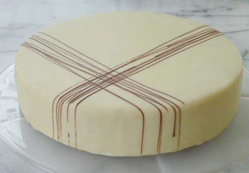 Tarta Sacher de chocolate blanco
